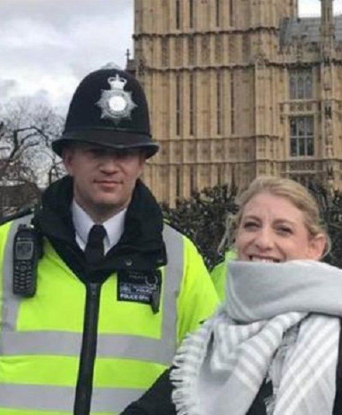 Η τελευταία φωτογραφία του Βρετανού αστυνομικού λίγο πριν σκοτωθεί