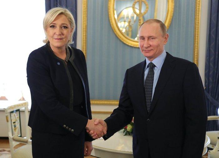 Μόσχα: Ο Πούτιν υποδέχθηκε στο Κρεμλίνο την Μαρίν Λεπέν