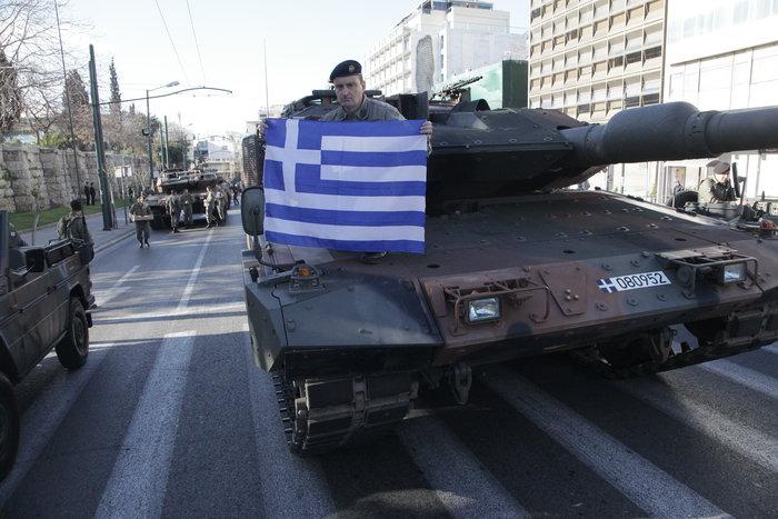 Τα τανκς βγήκαν ξανά στους δρόμους της Αθήνας ( φωτό) - εικόνα 4