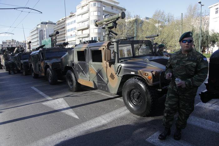 Τα τανκς βγήκαν ξανά στους δρόμους της Αθήνας ( φωτό) - εικόνα 5