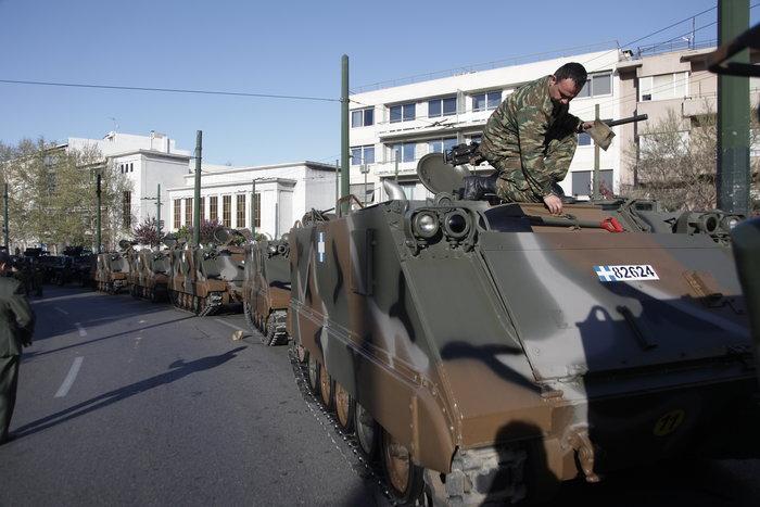 Τα τανκς βγήκαν ξανά στους δρόμους της Αθήνας ( φωτό) - εικόνα 6