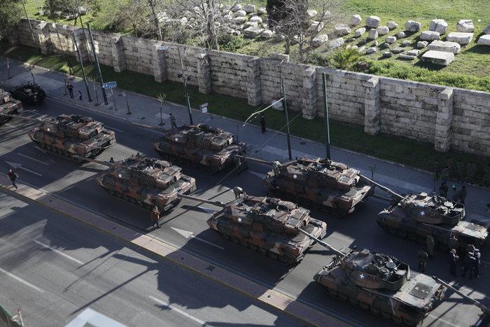 Τα τανκς βγήκαν ξανά στους δρόμους της Αθήνας ( φωτό)