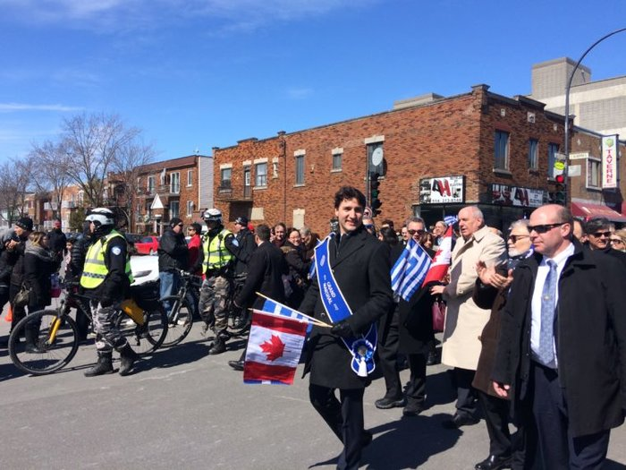 O Τζάστιν Τριντό στην παρέλαση της 25ης Μαρτίου στο Μόντρεαλ