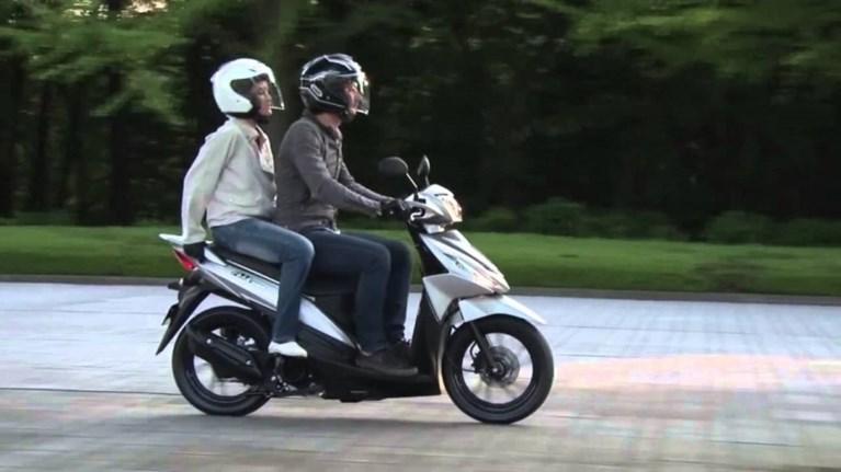 anakalountai-motosikletes-suzuki-tupou-uk110