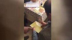 Cumhuriyet: Τέσσερα τέσσερα έριχναν τα ψηφοδέλτια στην κάλπη -Βίντεο
