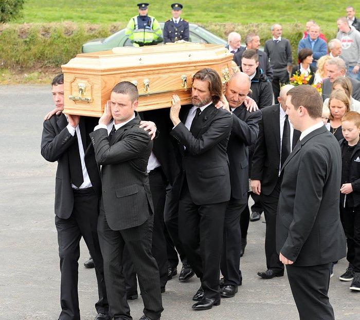 Στην κηδεία της συντρόφου του τον Σεπτέμβριο του 2015 - Splash