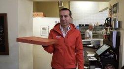Αυστρία: Ο καγκελάριος Κρίστιαν Κερν έγινε διανομέας πίτσας