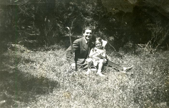 Ο Δημήτρης Ψαθάς με την κόρη του, Μαρία σε τρυφερή ηλικία