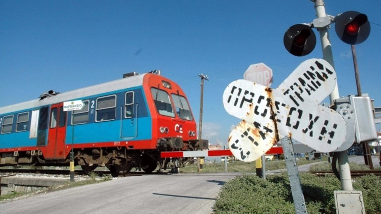 parasursi-47xronou-apo-emporiko-treno-sti-thessaloniki