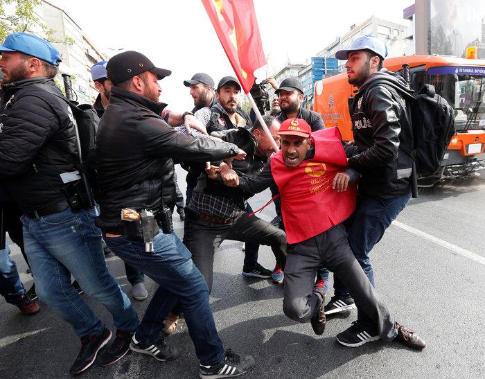 Τουρκία: Ξύλο και δακρυγόνα στην πορεία της Πρωτομαγιάς - εικόνα 2