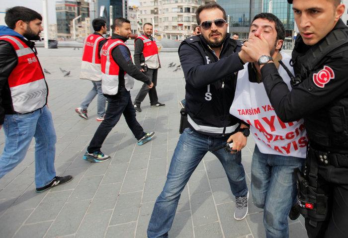 Τουρκία: Ξύλο και δακρυγόνα στην πορεία της Πρωτομαγιάς - εικόνα 3