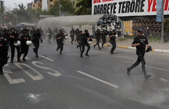 Τουρκία: Ξύλο και δακρυγόνα στην πορεία της Πρωτομαγιάς