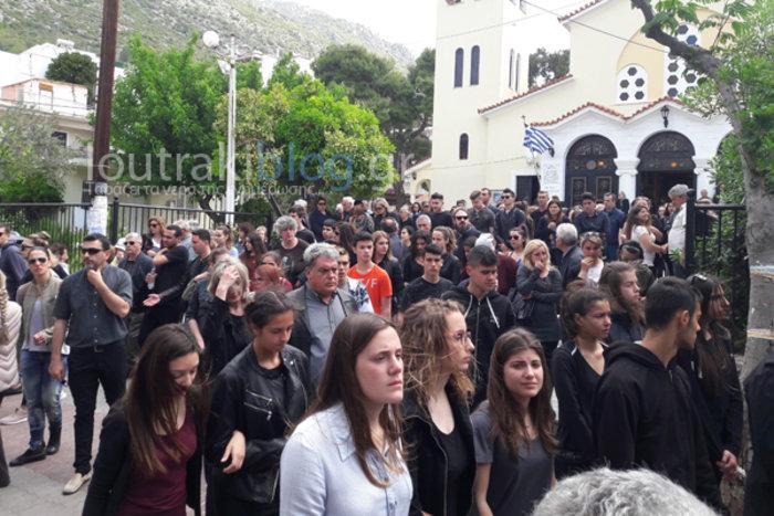 Θρήνος και οδυνηρά γιατί στην κηδεία της 36χρονης Μ.Ιατρού - εικόνα 3