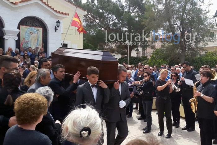 Θρήνος και οδυνηρά γιατί στην κηδεία της 36χρονης Μ.Ιατρού - εικόνα 4