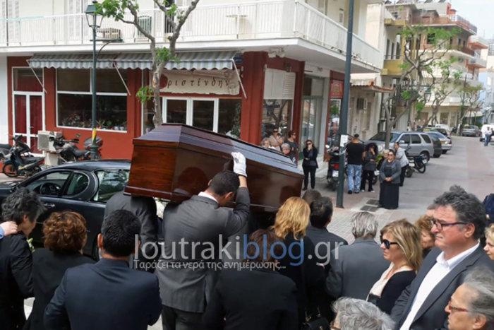 Θρήνος και οδυνηρά γιατί στην κηδεία της 36χρονης Μ.Ιατρού - εικόνα 2