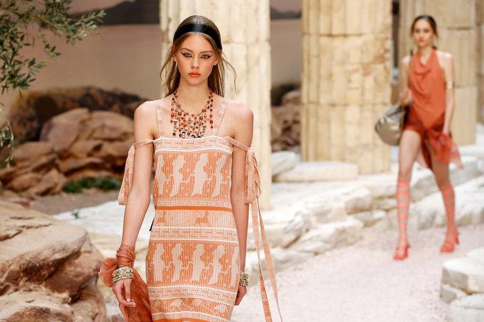 Chanel: H φετινή κολεξιόν με δύναμη από την ελληνική αρχαιότητα - εικόνα 4