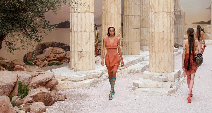 Chanel: H φετινή κολεξιόν με δύναμη από την ελληνική αρχαιότητα - εικόνα 10