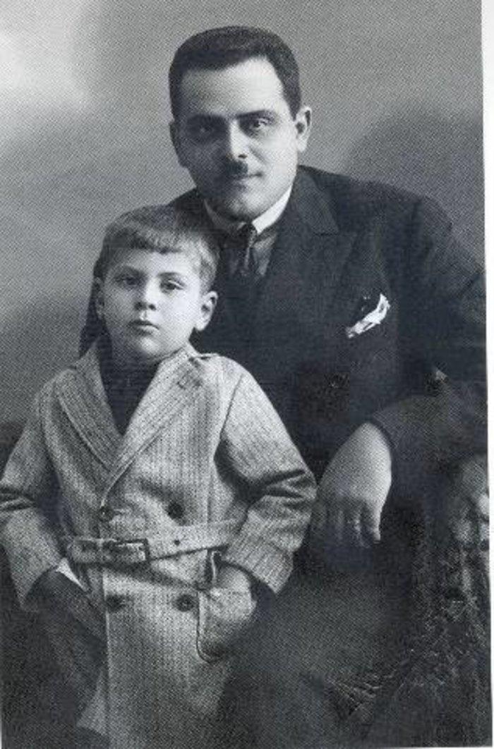 Με τον πατέρα του, Γιώργο Θεοδωράκη