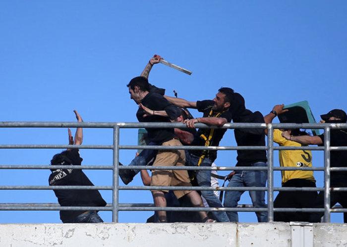 Βόλος: Δεκάδες οι τραυματίες οπαδοί ακόμη και με μαχαιριές