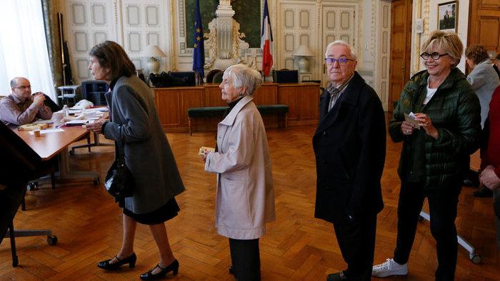 Προσδοκίες και φόβος στις γαλλικές κάλπες: Μακρόν ή Λεπέν; - εικόνα 3