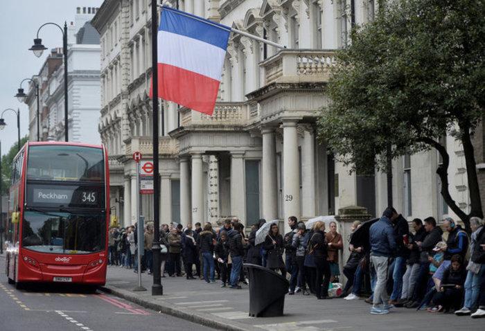 Προσδοκίες και φόβος στις γαλλικές κάλπες: Μακρόν ή Λεπέν;
