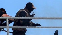Κάρε καρέ η στιγμή που αδίστακτος χούλιγκαν μαχαιρώνει οπαδό της ΑΕΚ