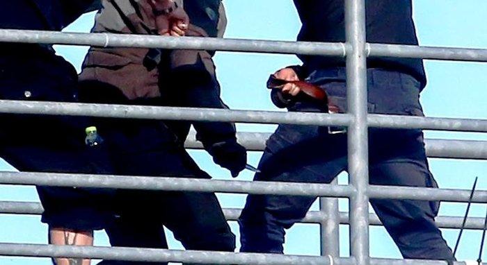 Κάρε καρέ η στιγμή που αδίστακτος χούλιγκαν μαχαιρώνει οπαδό της ΑΕΚ - εικόνα 2