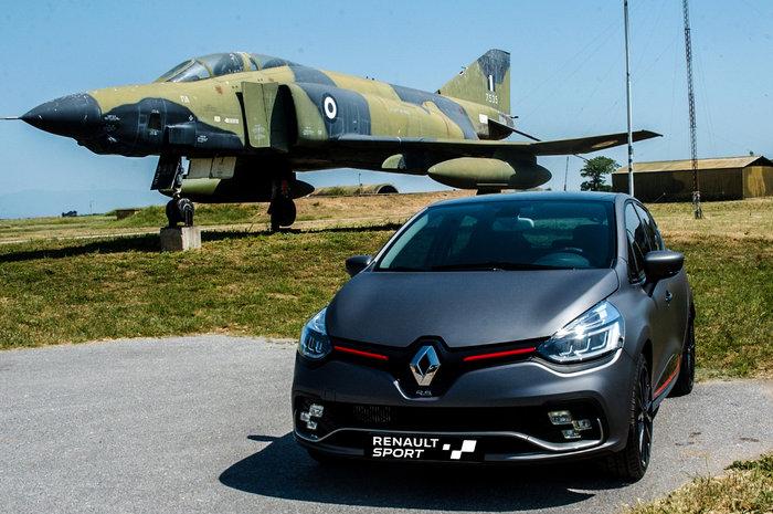 Τα «μαχητικά» της Renault Sport προσγειώθηκαν στην 348ΜΤΑ - εικόνα 2