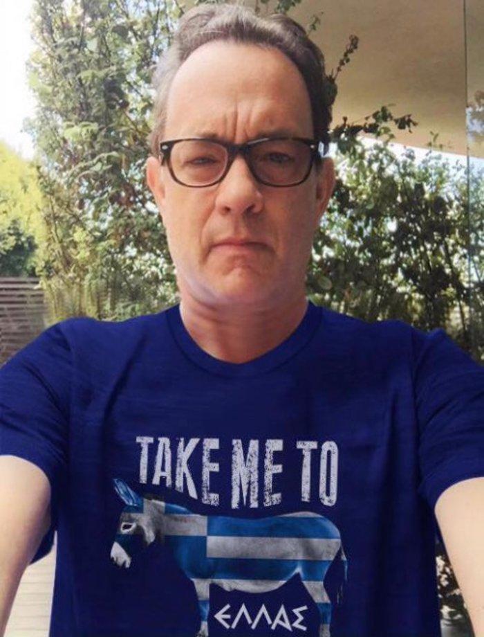 """Ο """"φιλέλληνας"""" Τομ Χανκς και η viral φάρσα με τις μπλούζες του"""