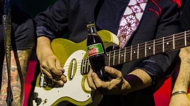 coca-cola-me-stebia-mia-empeiria-gnwrimias-me-to-neo-melos-tis-oikogeneias
