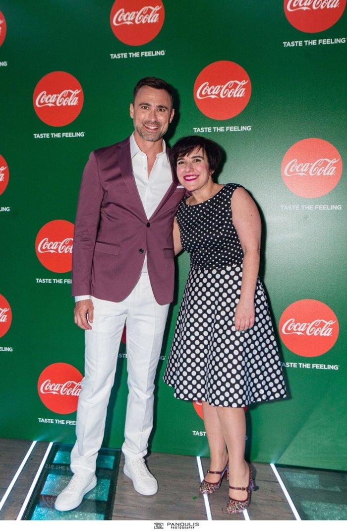 Ο Γιώργος Καπουτζίδης μαζί με τη Λίλιαν Νεκταρίου, Γενική Διευθύντρια της Coca-Cola Hellas