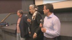 Τούρτα στο κεφάλι δέχθηκε ο Μπερνάρ Λεβί- Δείτε το βίντεο