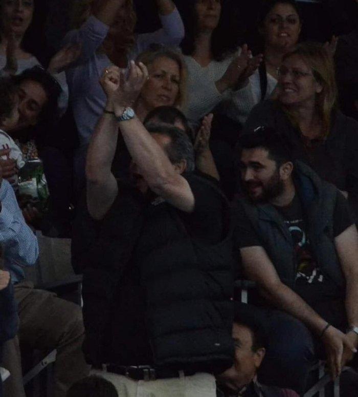 Ξέφυγε... ο Καμμένος-χειρονομίες κατά φιλάθλων του Ολυμπιακού [εικονες] - εικόνα 2