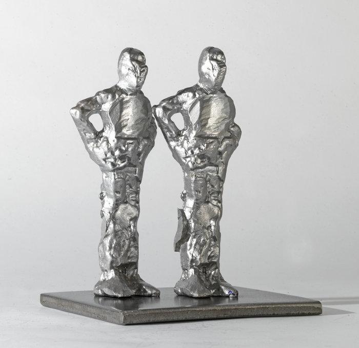 Δυο όρθιες αντρικές φιγούρες, 2015