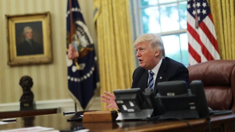 Αποτέλεσμα εικόνας για τραμπ στο οβαλ γραφειο