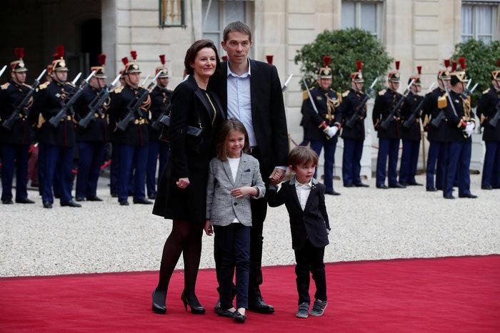 Ο Σεμπάστιαν Οζιέρ με τη σύζυγο και τα παιδιά τους