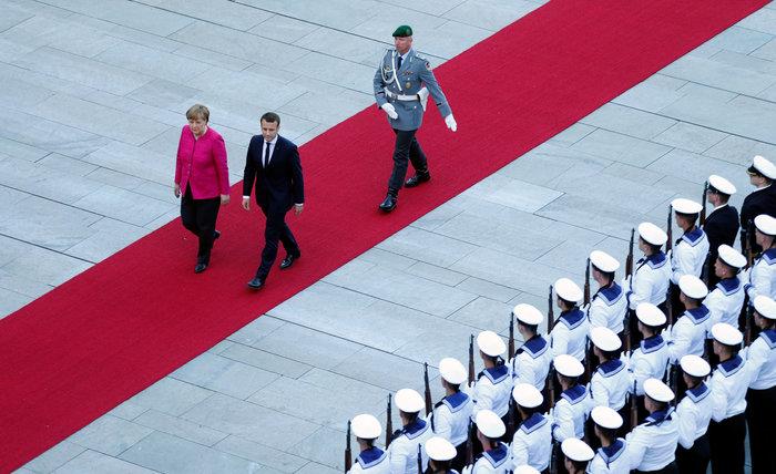 Βερολίνο: Η Μέρκελ υποδέχθηκε τον Μακρόν στην καγκελαρία
