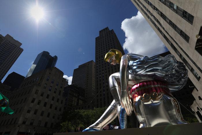Μια καθιστή μπαλαρίνα κλέβει τα βλέμματα στην καρδιά της Νέας Υόρκης - εικόνα 2