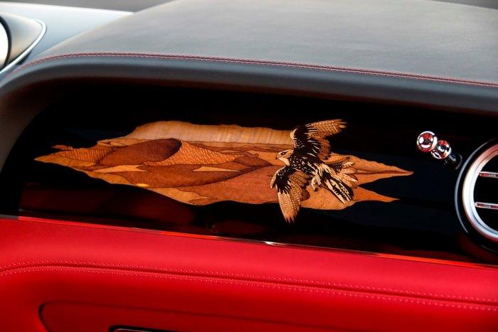 """Ειδική ενθεση στο ταμπλό για όσους δεν καταλαβαίνουν με την πρώτη ότι το αυτοκίνητο είναι """"επαγγελματικό"""""""