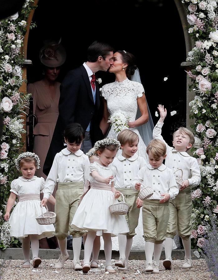Τζέιμς-Πίπα! To πρώτο φιλί του γάμου του καλοκαιριού - εικόνα 4
