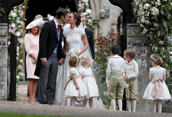Τζέιμς-Πίπα! To πρώτο φιλί του γάμου του καλοκαιριού - εικόνα 5
