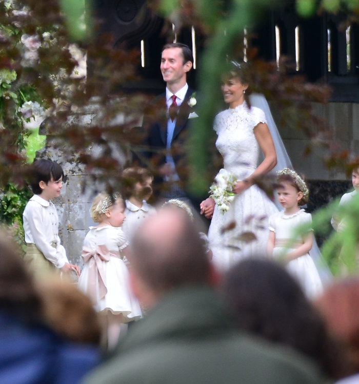Τζέιμς-Πίπα! To πρώτο φιλί του γάμου του καλοκαιριού - εικόνα 2