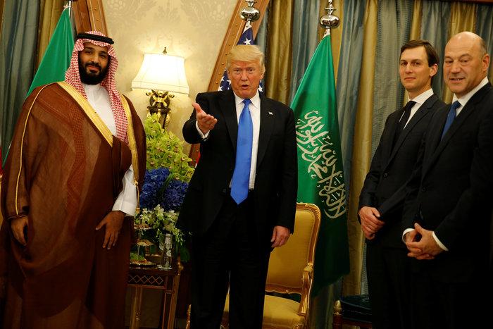 Ο Τραμπ στη Σ. Αραβία: Η υπόκλιση και το deal των 380 δισ. δολαρίων