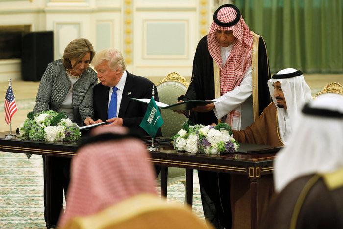 Ο Τραμπ στη Σ. Αραβία: Η υπόκλιση και το deal των 380 δισ. δολαρίων - εικόνα 3