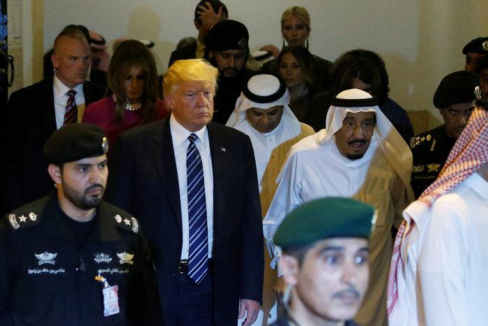 Ο Τραμπ στη Σ. Αραβία: Η υπόκλιση και το deal των 380 δισ. δολαρίων - εικόνα 4
