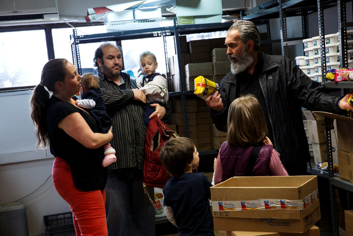Reuters: Η φτώχεια δοκιμάζει τις ελληνικές οικογένειες στην κρίση - εικόνα 2