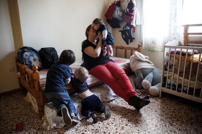 Reuters: Η φτώχεια δοκιμάζει τις ελληνικές οικογένειες στην κρίση - εικόνα 9