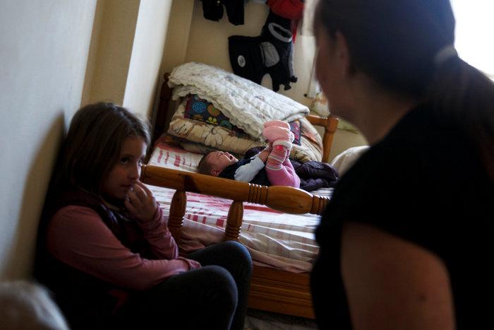 Reuters: Η φτώχεια δοκιμάζει τις ελληνικές οικογένειες στην κρίση - εικόνα 10