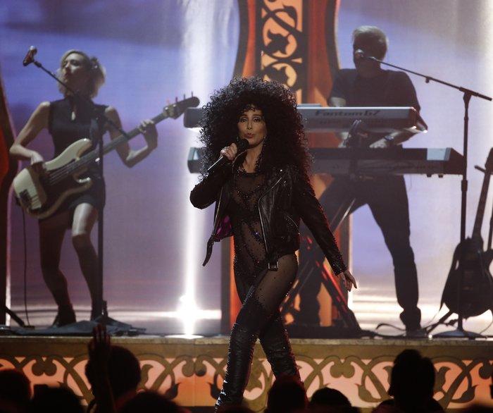 Πιο... νέα από ποτέ η Σερ σοκάρει στα Billboard Music Awards