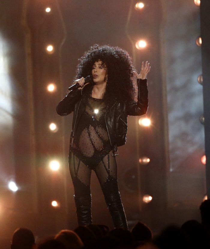 Πιο... νέα από ποτέ η Σερ σοκάρει στα Billboard Music Awards - εικόνα 3